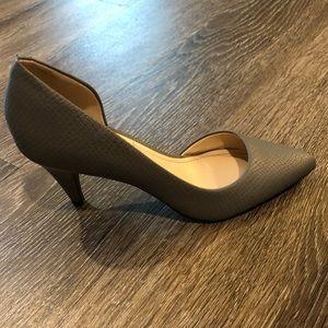 BGBC grey kitten heels size 6.5